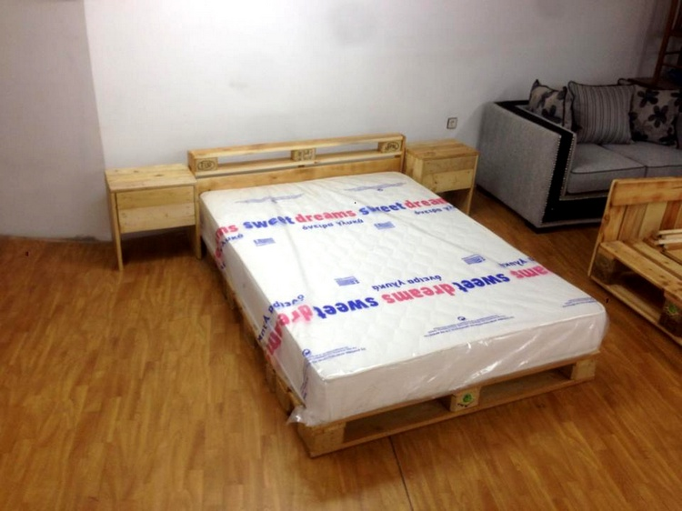 Pallet Featured Toddler Bed