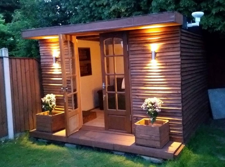 Pallet Garden Cabin with Accent Cladded Walls