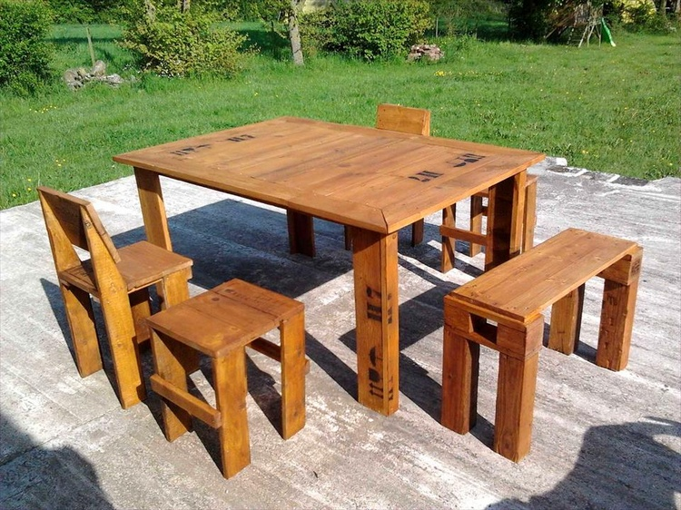Pallet Light Walnut Stained Outdoor Dining Set