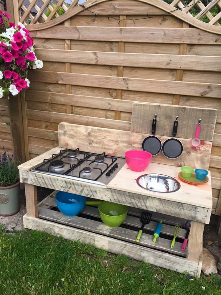 Fantastic ways of how to reuse old wooden pallets pallet for Outdoor wood projects ideas