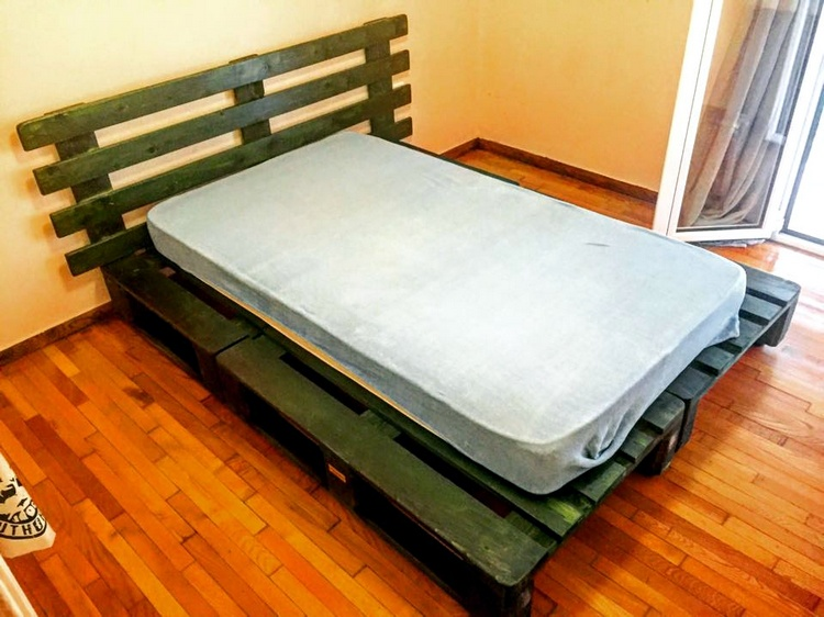 Pallet Platform Bed with Headboard