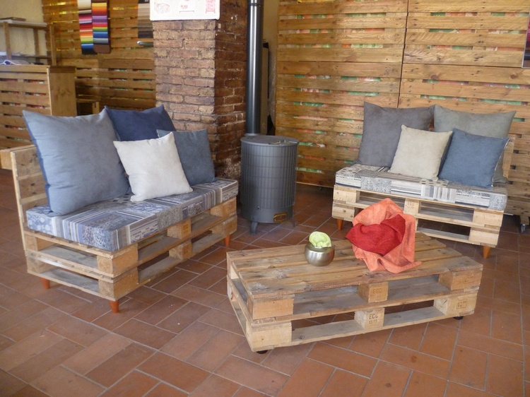 Pallet Seats and Table