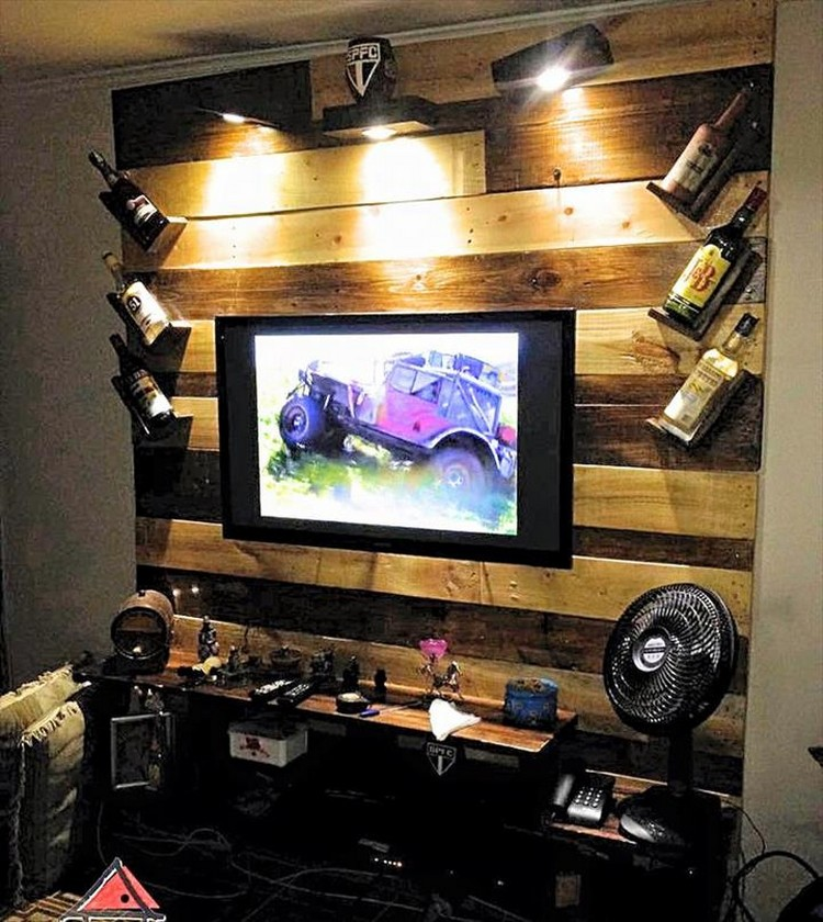 Pallet-TV-Panel-Wall