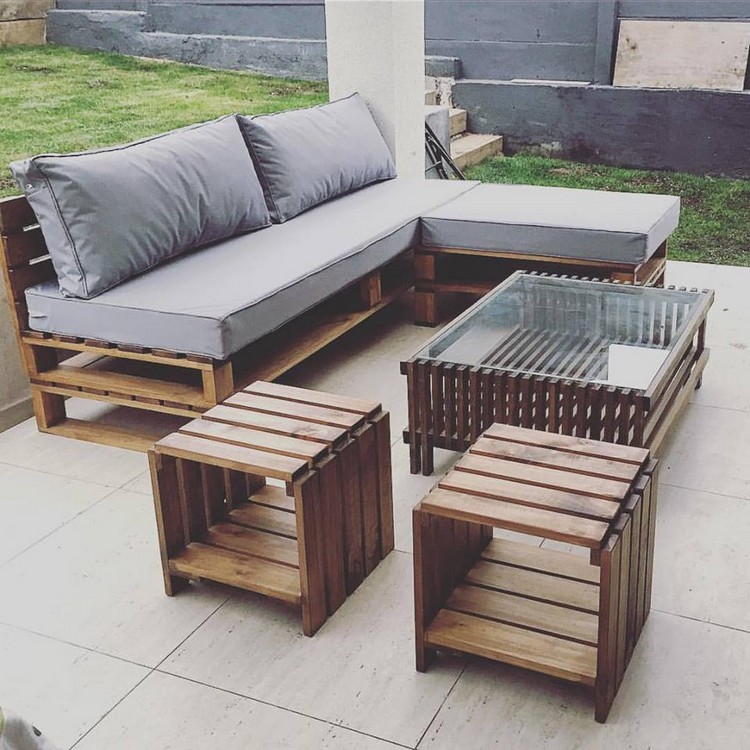 Prepare amazing projects with old wood pallets pallet for Sofa de palets exterior