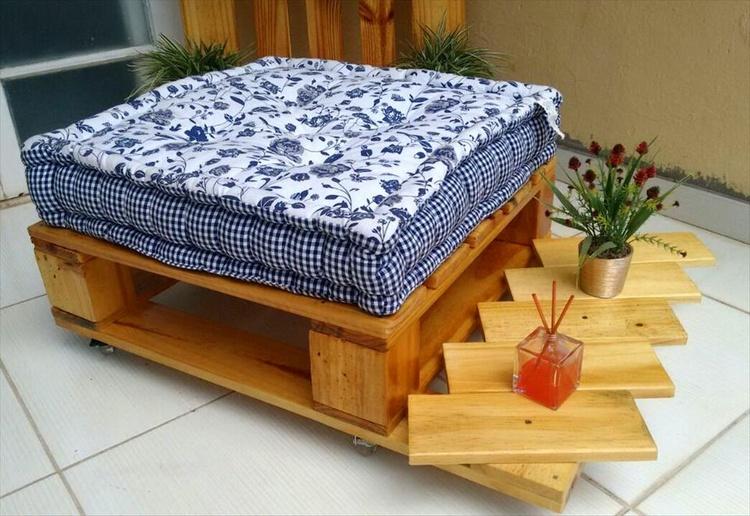 Wood Pallet Ottoman Seat