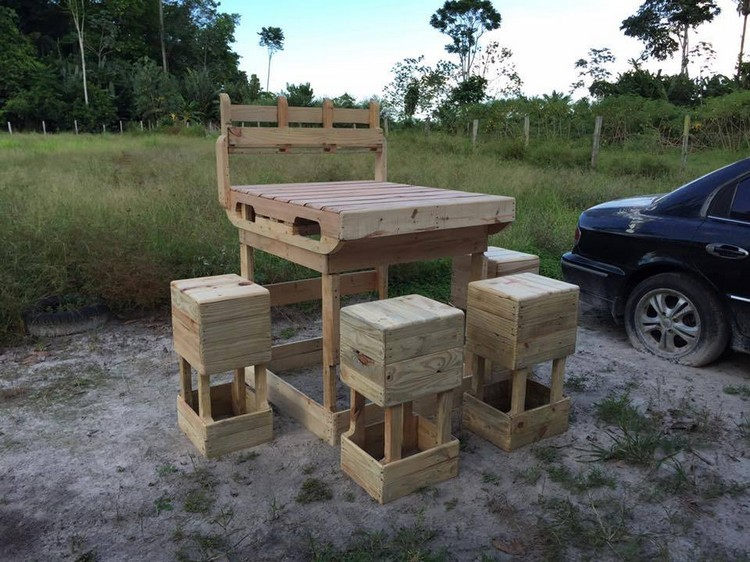 Wood Pallet Outdoor Bar with Seats