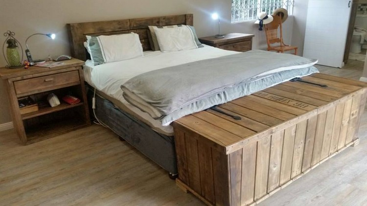 Big Pallet Bed with Side Tables