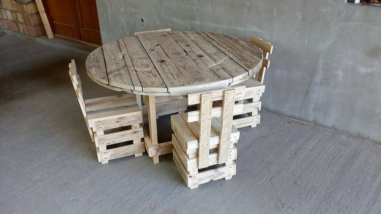 Pallet Chairs with Round Table