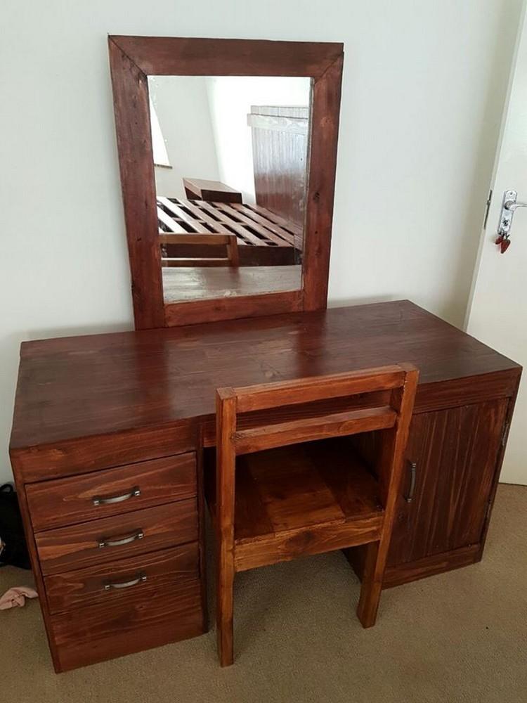 Pallet Dressing Table with Chair