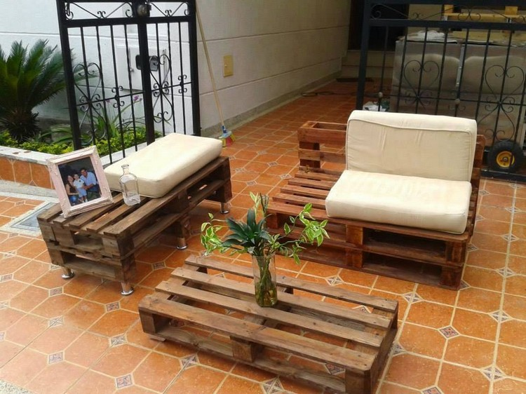 Awesome recycling ideas for old shipping pallets pallet for Sofa de palets exterior