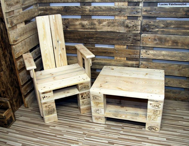 Wood Pallet Chair and Table