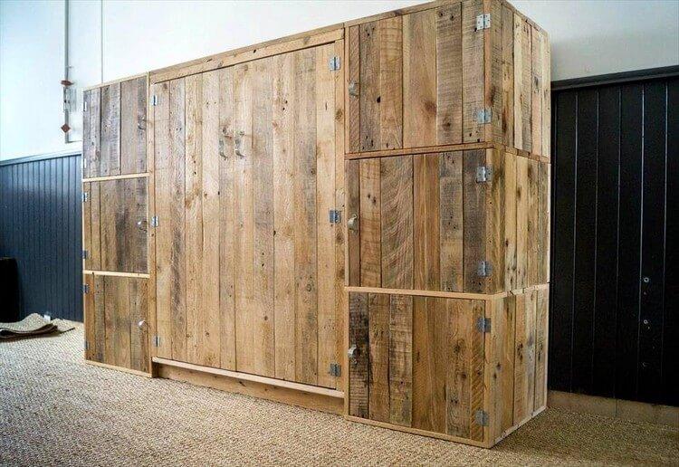 Big Wood Pallet Wardrobe