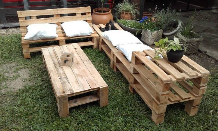Garden Furniture with Pallets Wood