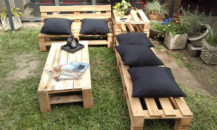 Outdoor Furniture with Old Wood Pallets