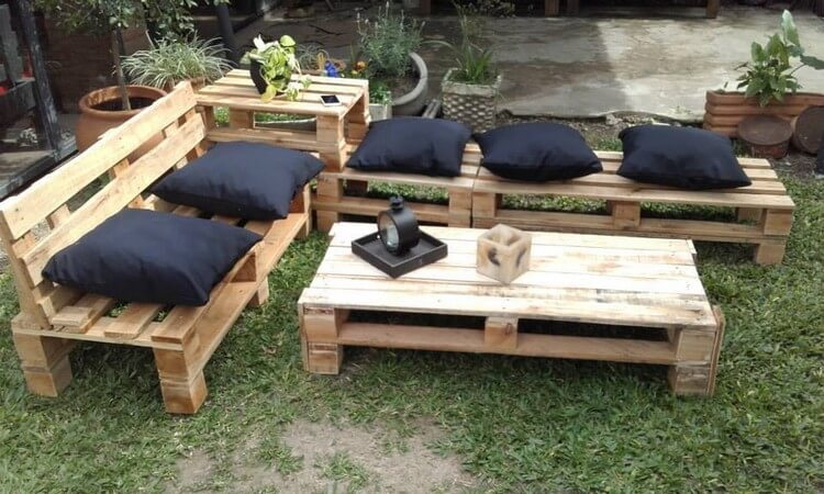 Garden furniture idea with old wood pallets pallet wood projects