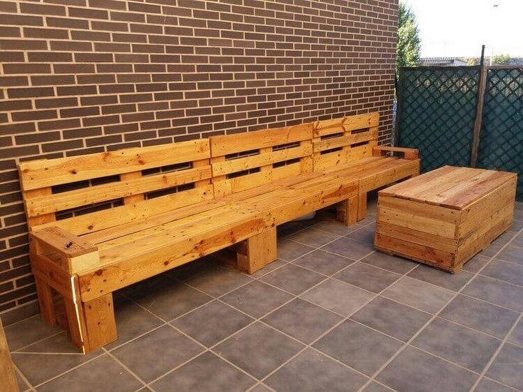 Pallet Outdoor Couch with Table