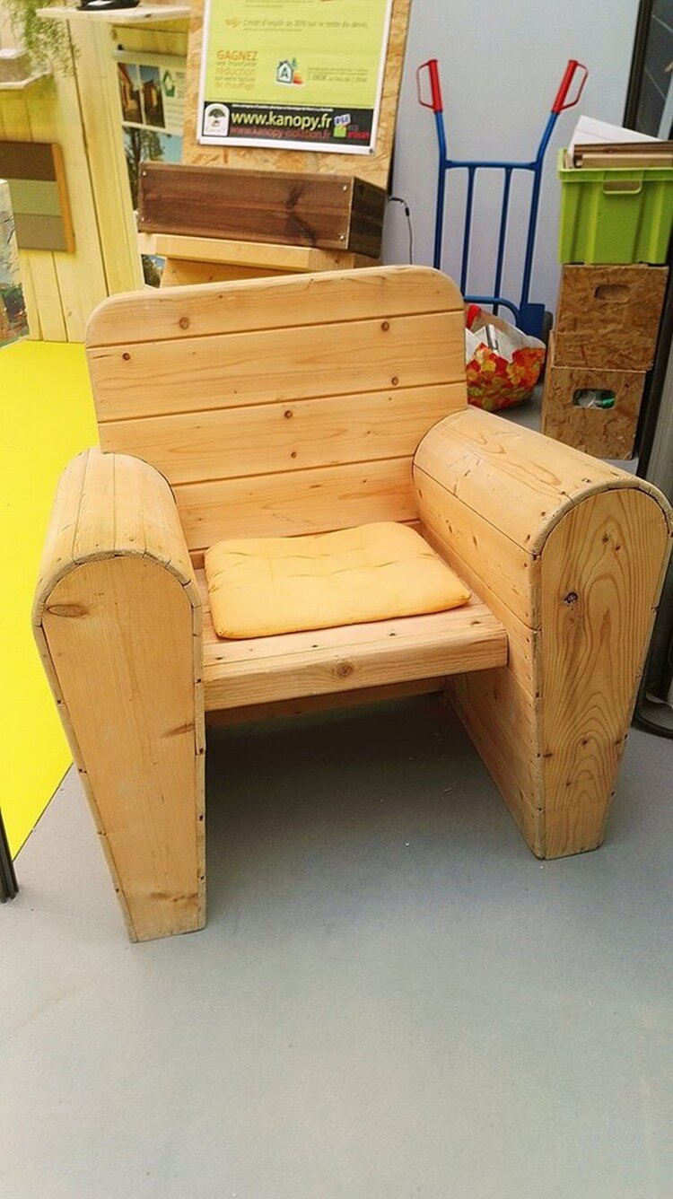 Comfortable Wood Pallet Chair
