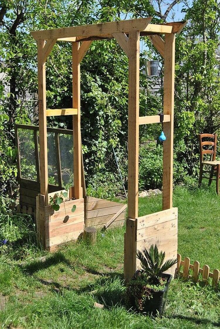 Creative ideas for wooden pallet recycling pallet wood for Arche de jardin en bois