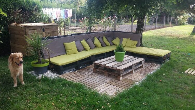 Wood Pallet Garden Couch with Table on Deck