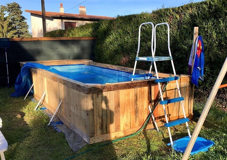 Wood Pallet Swimming Pool