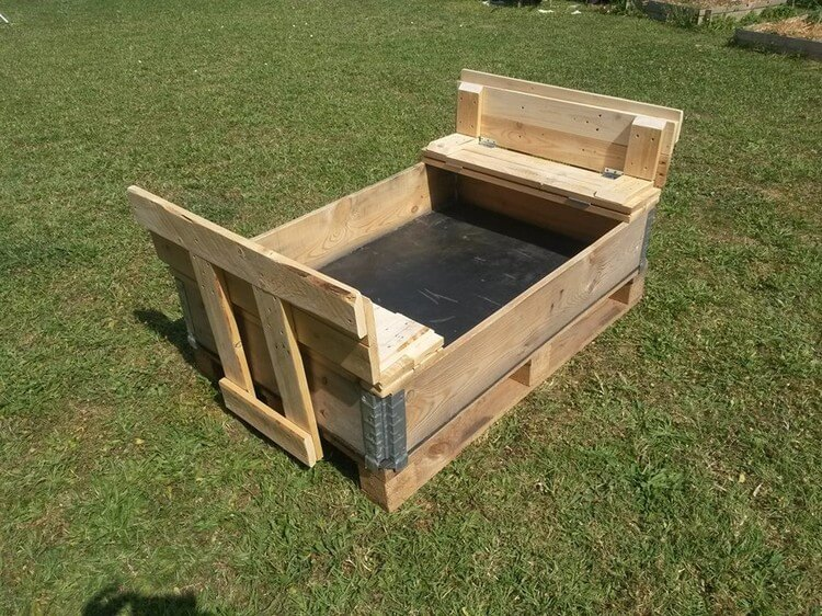 Foldable sand pit made out of wooden pallets pallet wood for Projects made out of wood