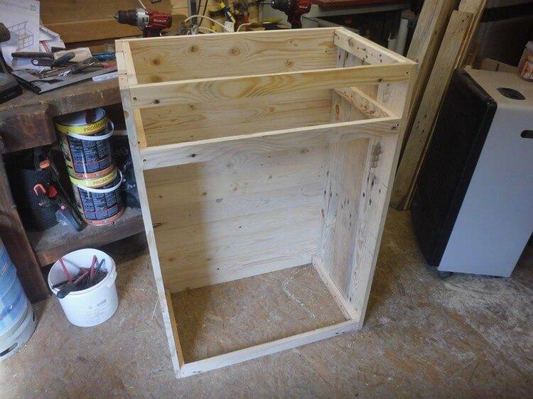 DIY Recycled Wood Pallet Wine Rack