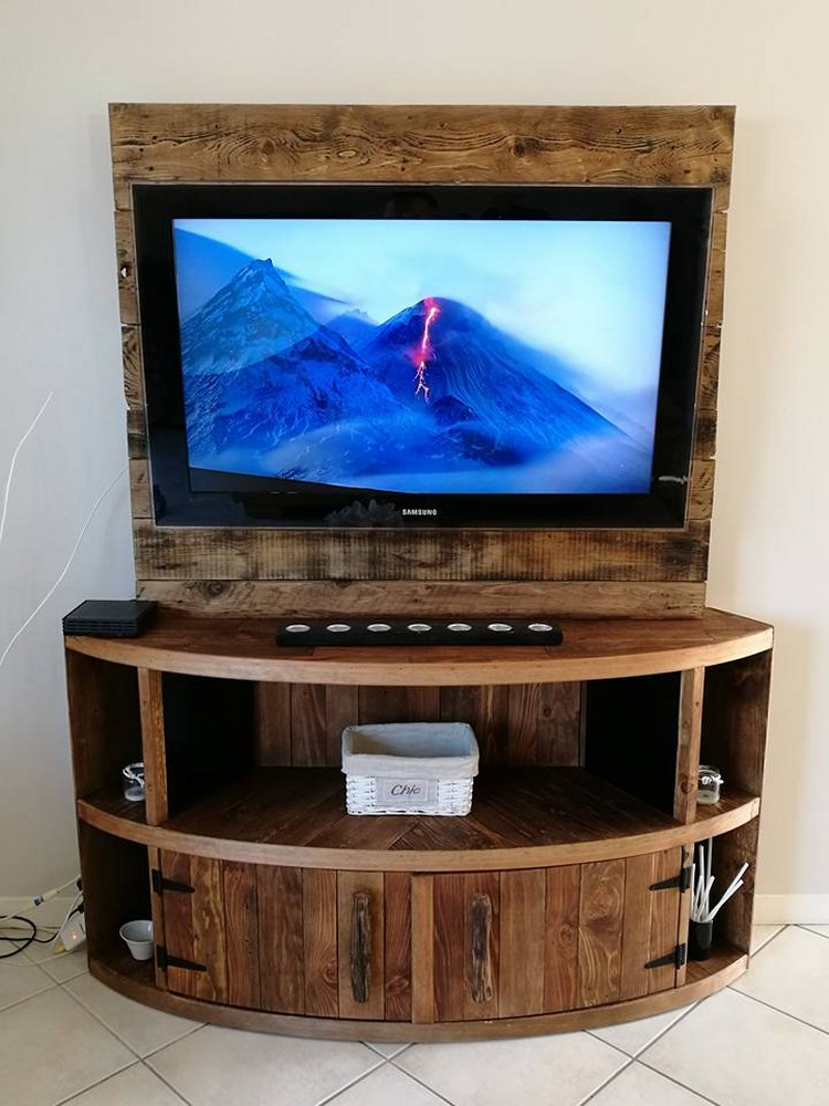 Diy wood pallet entertainment center tv stand pallet wood projects Wooden entertainment center furniture