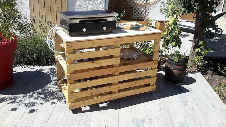 Latest trends to recycle used shipping pallets pallet for Table exterieur palette