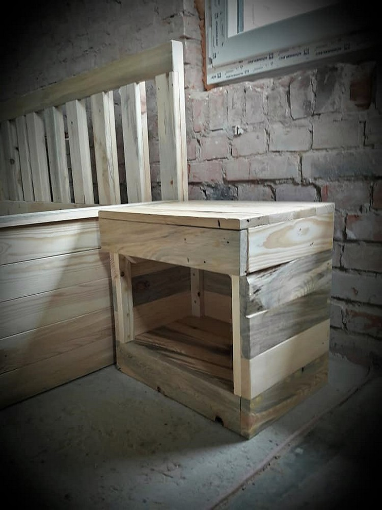 Pallet Bed Frame with Side Table