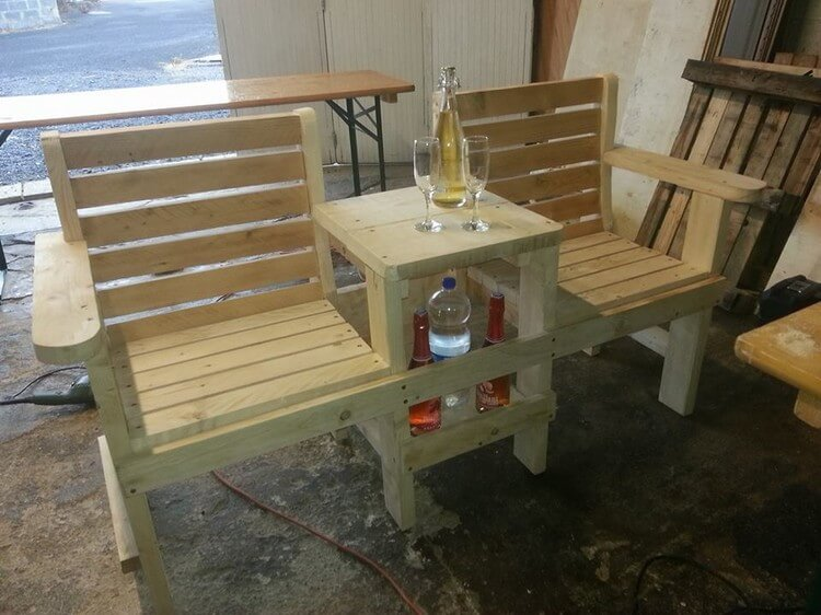 Pallet Chairs Attached with Center Table for Storage