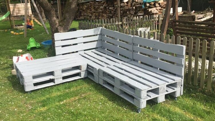 Pallet Garden Couch