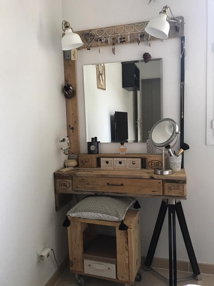 Pallet Makeup Table and Stool