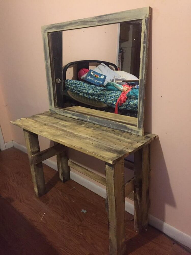 Pallet Mirror and Table