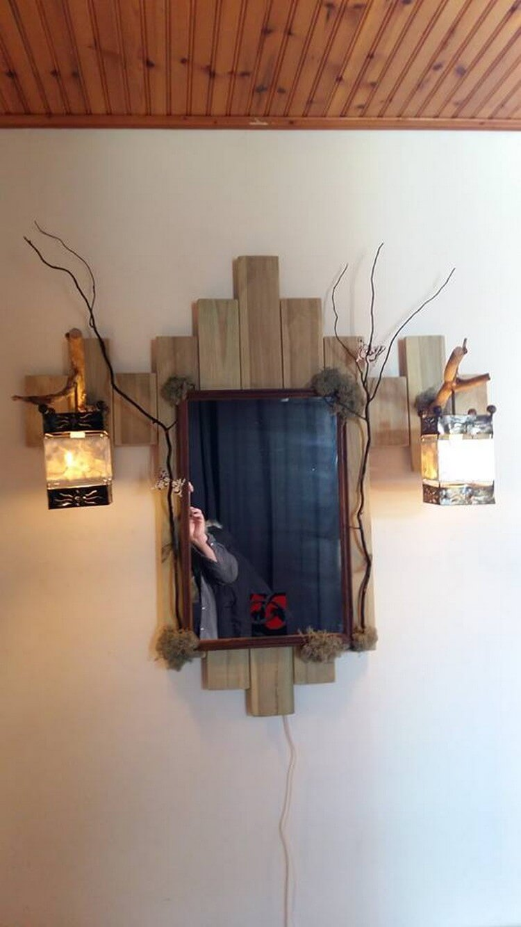 Pallet Vanity with Lamps