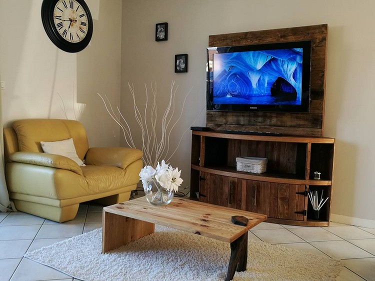 Pallets Entertainment Center TV Stand