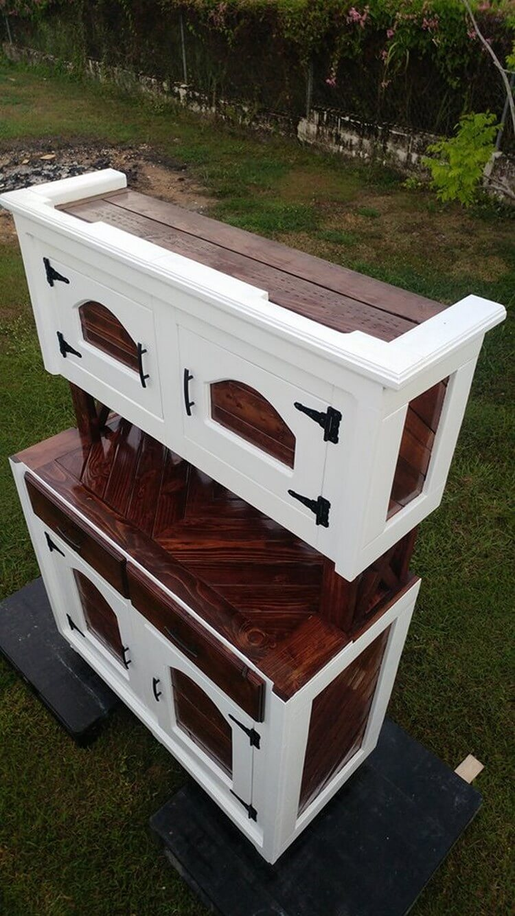 Recycled Wood Pallet Hutch