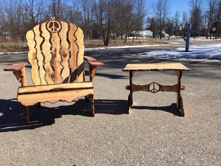 Unique Wood Pallet Chair and Table