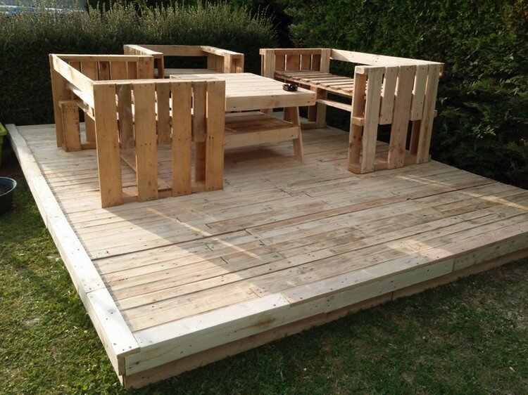 Wood Pallet Deck with Furniture