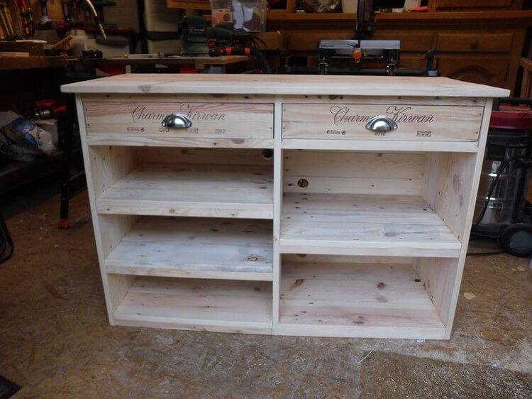 Wood Pallet Media Table
