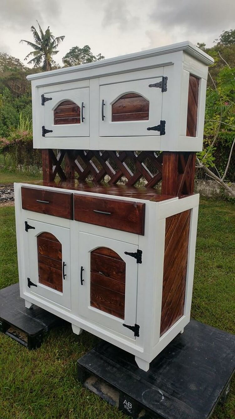 Wood Pallets Hutch