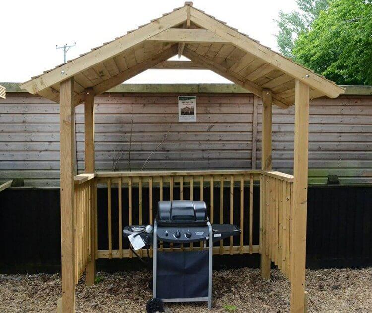 Wooden Pallet BBQ Shelter