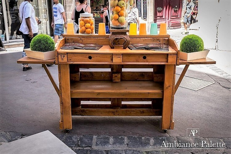 Wooden Pallet Fruit Bar