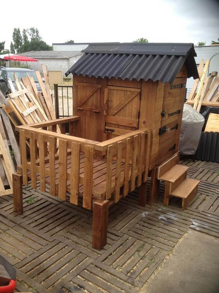Wooden Pallet Patio Cabin
