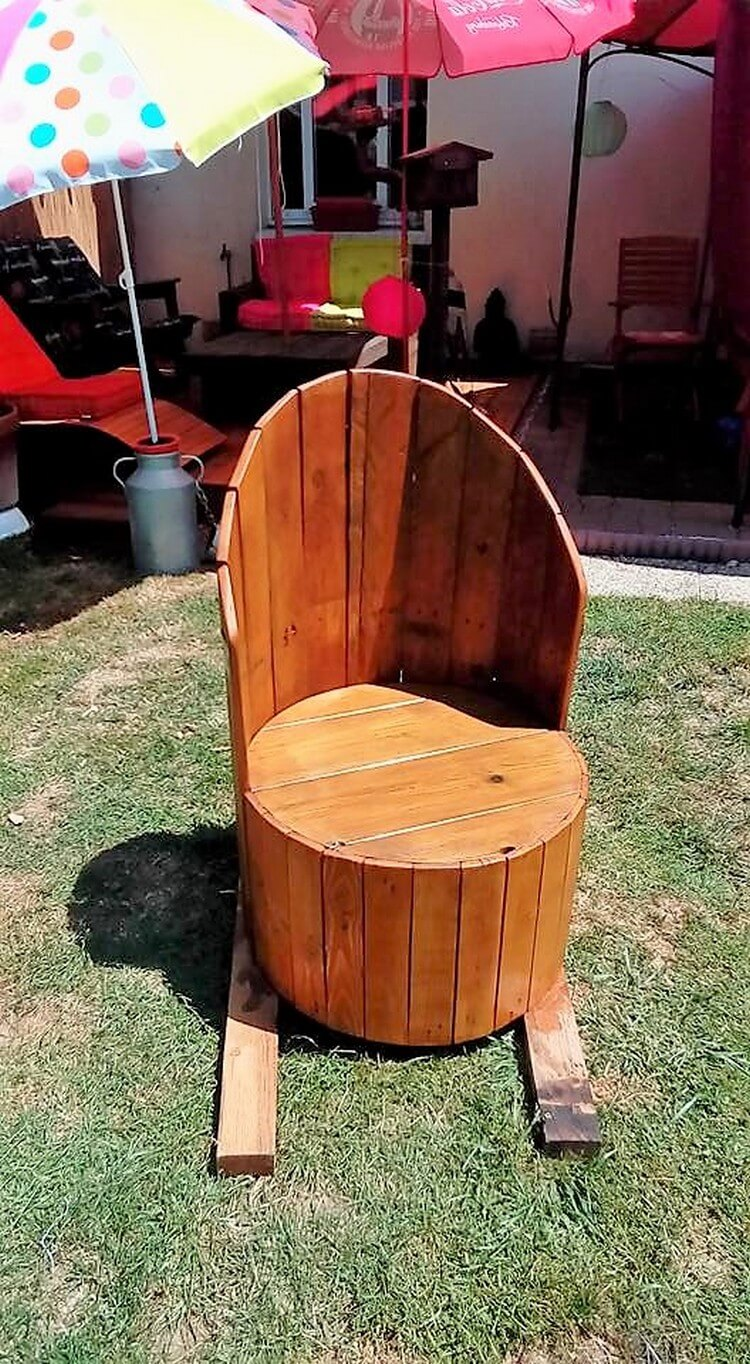 Diy pallets and cable spool made armchair pallet wood for Wooden reel furniture