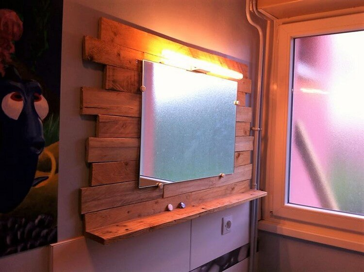 Wooden Pallets Vanity Mirror Holder