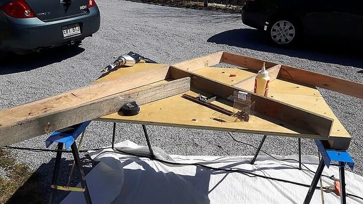 DIY Pallet Computer Furniture