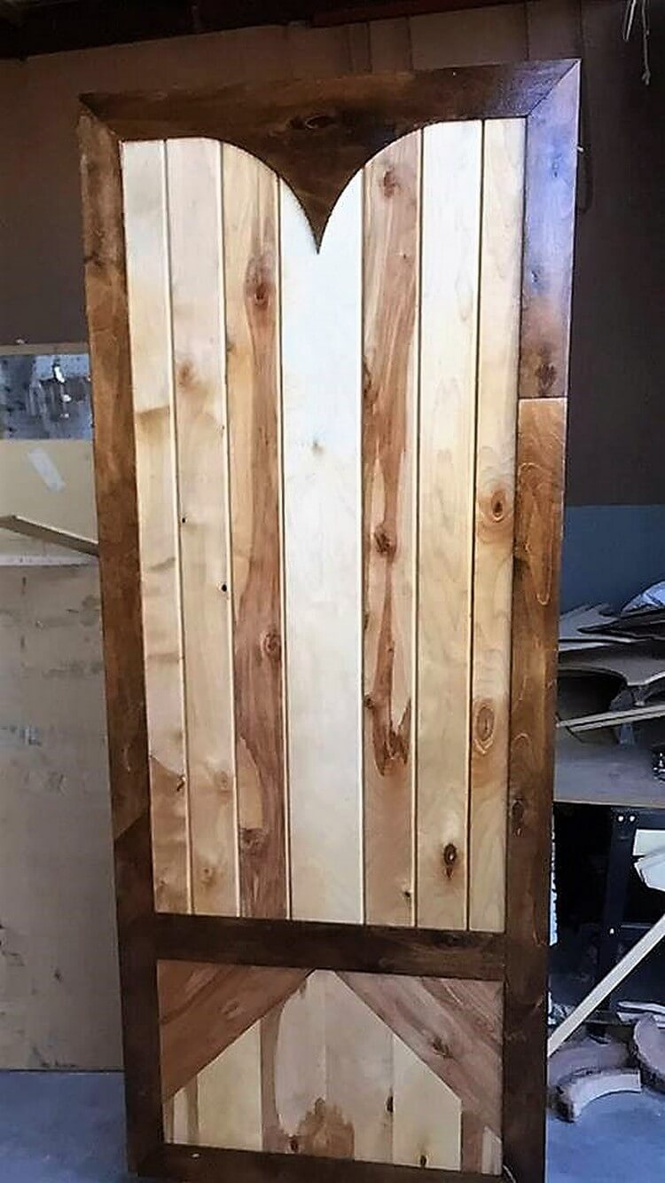 30 awesome diy ideas for reusing old shipping pallets for Door to door transport