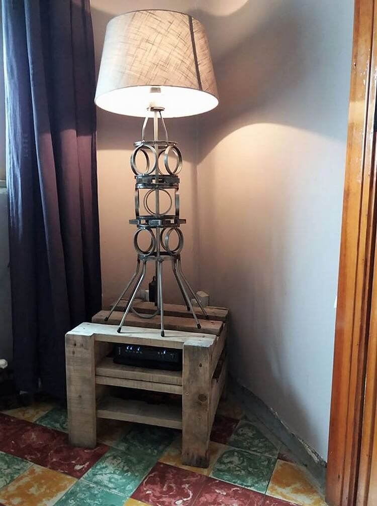 Pallet Lamp Stand