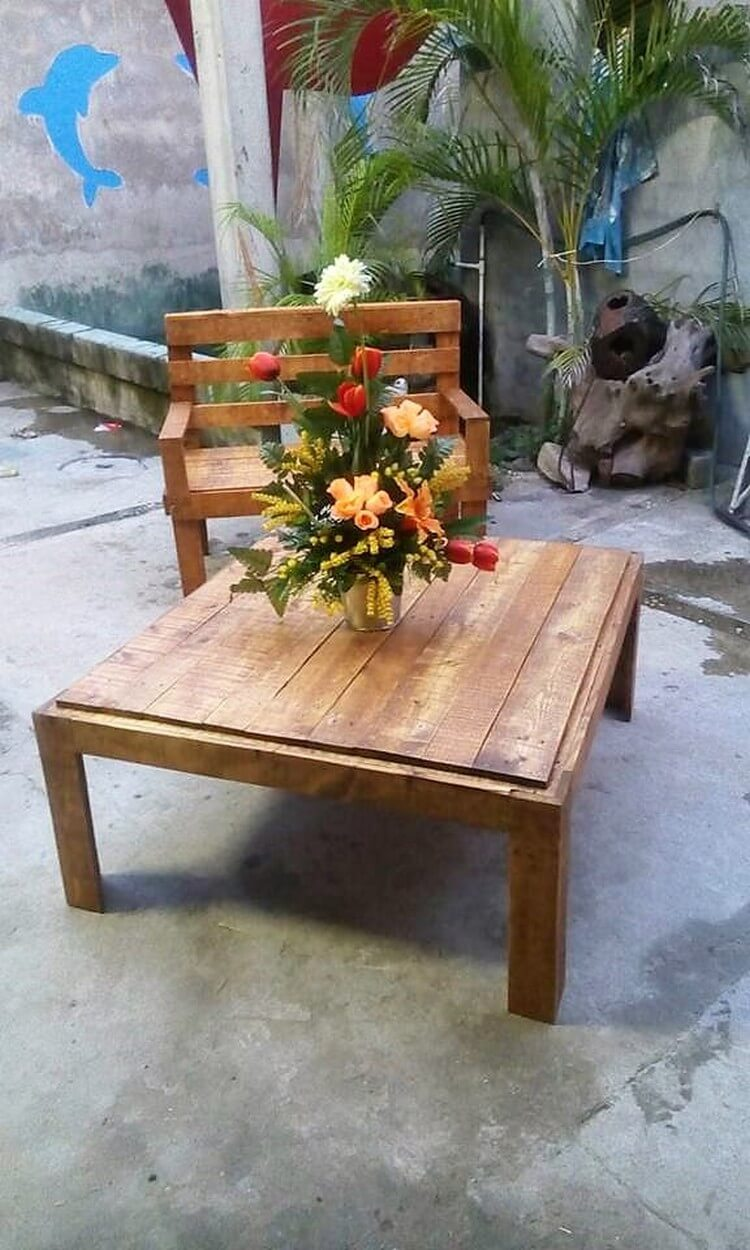 Pallet Patio Seat and Table