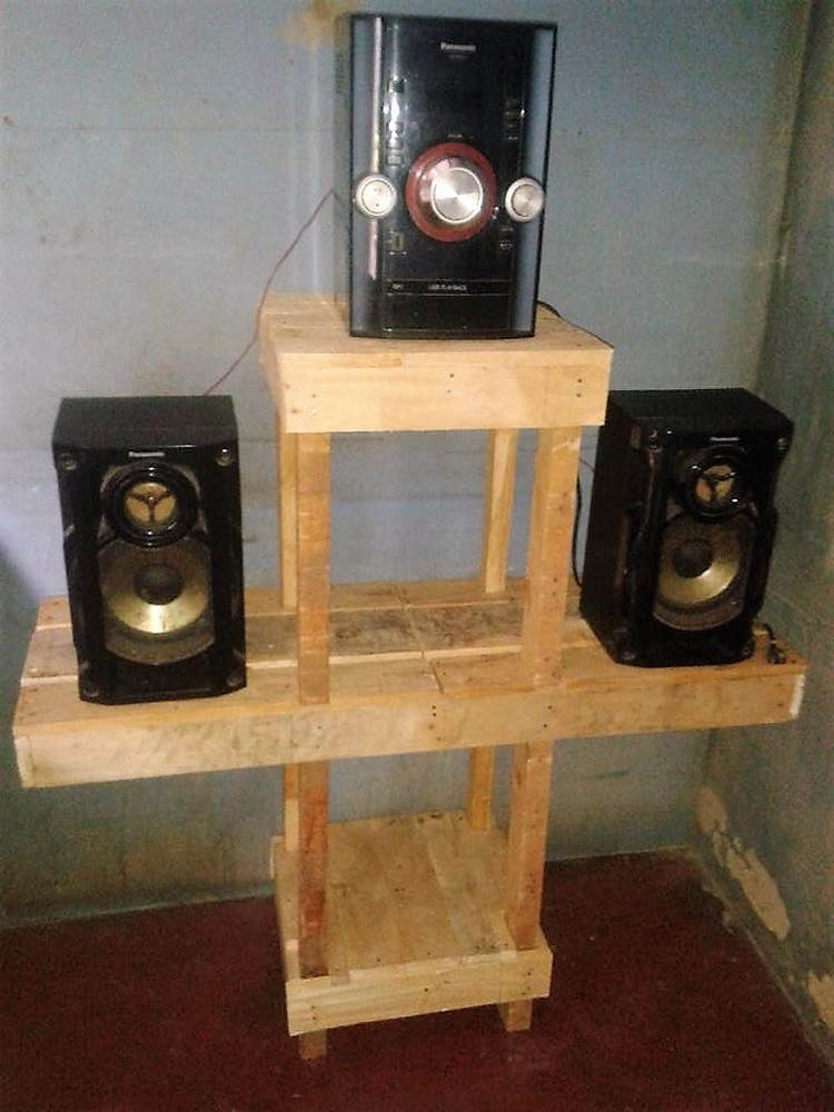Pallet Speakers Stand